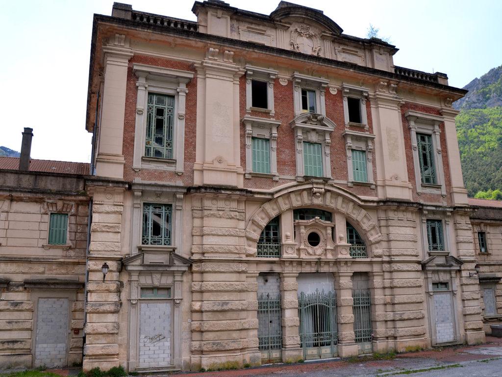Gare de Saint-Dalmas et autres ouvrages ferroviaires FS à Tende